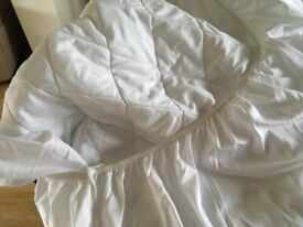 Single fitted mattress protector