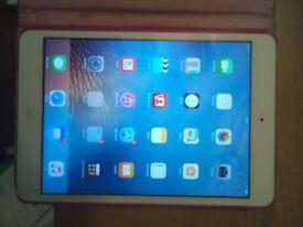 ipad mini 2 16gb silver wifi good as new condition