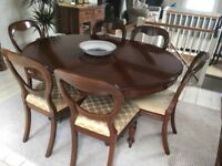 Stunning antique table & 6 chairs ( table is extendable )