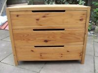 SOLID PINE CHEST OF DRAWERS VERY GOOD CONDITION CAN DELIVER