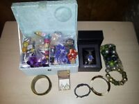 CARBOOT JOBLOT/ BUNDLE OF 57 JEWELLERY ITEMS AND JEWELLERY BOX
