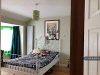 3 bedroom flat in Cayton Road, Greenford, UB6 (3 bed) (#1127512)