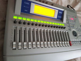 BOXED KORG D1600 16 TRACK Digital Recording Studio with CD-R burner ALL IN ONE