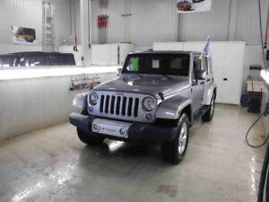 2014 Jeep WRANGLER UNLIMITED 4WD Sahara **GPS*2 Toits**