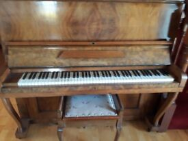 Beautiful piano in good working condition