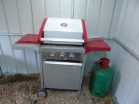 LOVELY BIG RED GAS BBQ WITH A FULL TANK OF GAS AND REGULATOR ETC.
