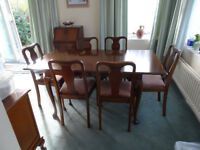 Extending dining table and 6 chairs £95