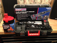"""SEALEY 3/8"""" DRIVE CORDLESS 90 Degree IMPACT RATCHET CP2144 + EXTRA BATTERY IN HARD CASE BRAND NEW"""