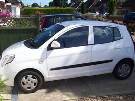 Kia Picanto 5 door hatchback 999cc, 2009, white, £30 tax ,excellent condition, great for new driver