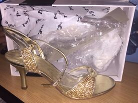 WOMENS GOLD ASIAN HEELS SIZE 6.... MANY SHOES AND SIZES AVAILABLE BRAND NEW BOXED.