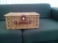 NEW 2 Person Premium Traditional Wicker Picnic Hamper