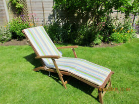 Wooden garden lounger excelent condition