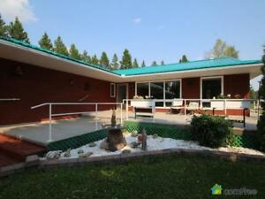 $590,000 - Acreage / Hobby Farm / Ranch in Parkland County