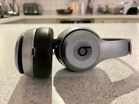 Beats Solo2 wireless Bluetooth headphones
