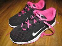 Nike girls black/ pink trainers, brand new , size 3.5UK