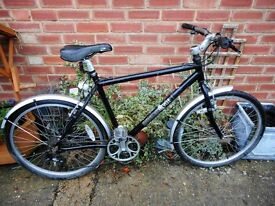 mans black edinburgh 20 inch frame bike with lock