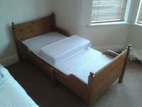 Bed. Childs Extending with 3 parts Mattress