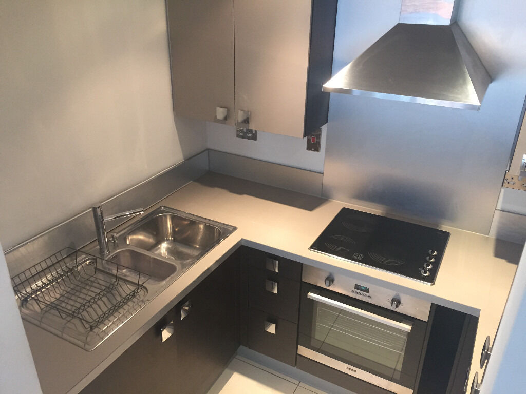 utility bills included rent ** 1 BEDROOM FLAT ** CANARY WHARF ** EAST INDIA DLR ** GYM ** BALCONY**