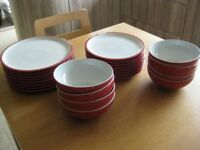 DENBY 24 PIECE TABLEWARE- 8 DINNER, 8 SIDE PLATES AND 8 BOWLS IN AS NEW CONDITION