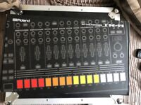 Roland TR-8 808 drum machine Aira boxed as new (synth)