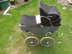 1950s VINTAGE DOLLS PRAM MADE BY TRIANG