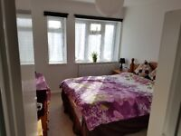A large bright double room to let in North Finchley