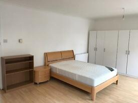 3 Beds Room to let near Glasgow University, City Centre, Charging Cross