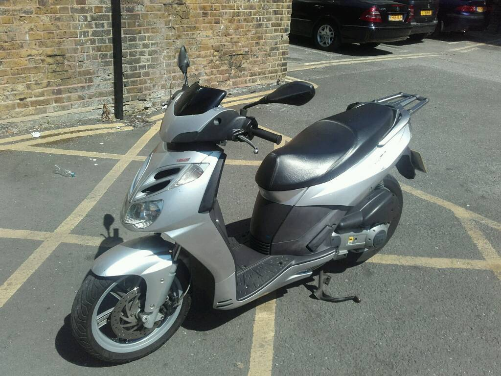 aprilia sportcity cube 125 silver perfect condition. Black Bedroom Furniture Sets. Home Design Ideas