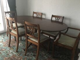 Mahogany Dinning Table 2 Carver chairs and 4 dining chairs