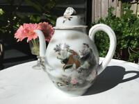 Beautiful Vintage teapot, Eagle on it, a lovely great shape