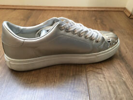 Fantastic Pinko silver sneakers