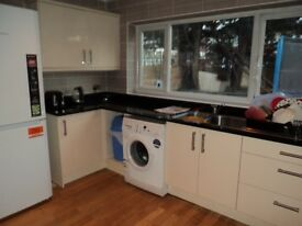 CLEAN DOUBLE BEDROOM, CLOSE TO ALL AMENITIES, 5 MINS TO BRIMSDOWN STATION, QUIET LOCATION, £125 P/W
