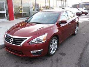 2013 Nissan Altima 3.5 SL,Navigation,Heated leather seats.One ow