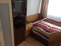 DOUBLE ROOM FOR SINGLE PERSON KAMBERWEL GRIiN SE5 £ 600pm ALL BILL INKLUDED