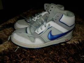 Nike trainers size 7