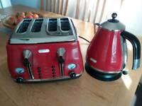 DeLonghi 4 slice toaster & Kettle set