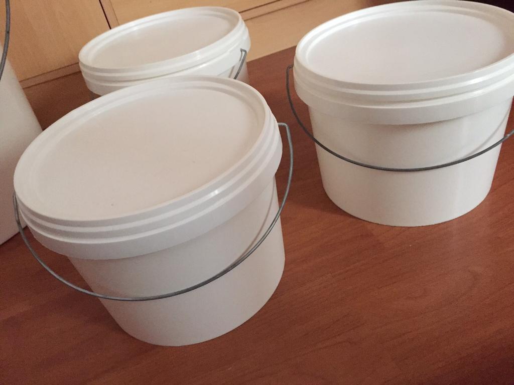 Storage tubs x 3