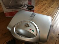 As New with Box damage George Foreman 14090 Lean Mean Family Health Grill in Silver