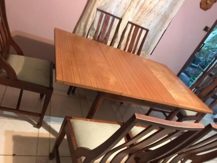 DINING TABLE EXTENDABLE PLUS 6 CHAIRS Old Style Timber