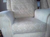 3 Piece Suite inGood condition, free to uplift
