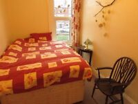 2 bedroom flat to share (single rooms available)