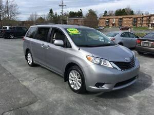 2011 Toyota Sienna LE AWD, Well-equipped!