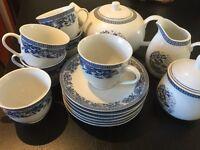 6 piece tea set with tea pot, sugar bowl and creamer