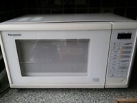 Microwave Oven - Panasonic NN 5452 800w British Made in Good Condition
