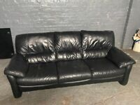 BLACK LEATHER SOFA 3 SEATER IN EXCELLENT CONDITION VERY COMFY DELIVER MCR