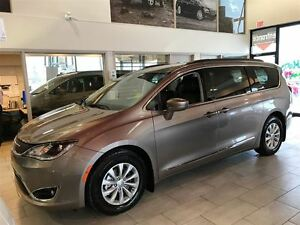 2017 Chrysler Pacifica Touring-L- BACK UP CAMERA, NAVIAGTION, HE