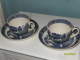 2 VINTAGE WEDGWOOD WILLOW BREAKFAST CUPS & SAUCERS IN V/G CONDITION 1960s