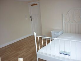 Superb big double room,zone 3, 2 min walk to Mitcham eastfields railstation,parking, bills&wifi incl