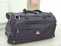 Globetrotter wheeled canvas holdall