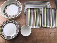 Selection of outdoor tableware (14 pieces)